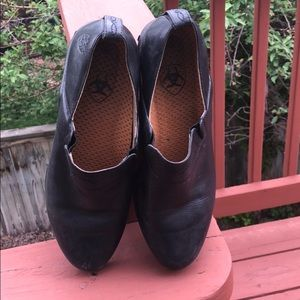 ARIAT SLIP ON LEATHER MULES WITH RUBBER SOLE, SZ 9